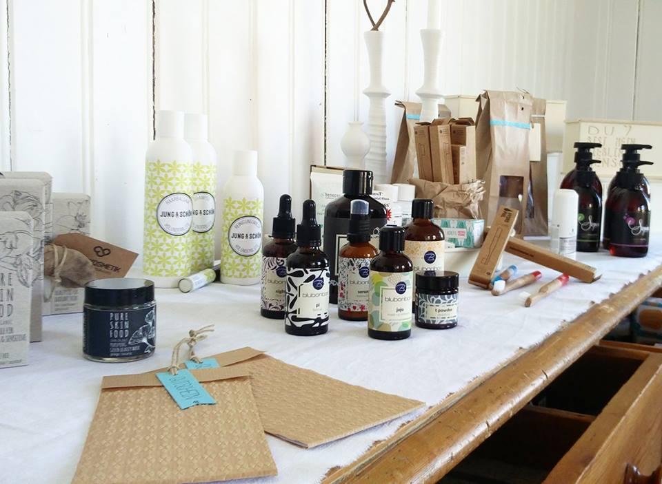 In unserem Showroom in Lingenau kannst du dich durch sämtliche tierversuchsfreien Produkte testen.