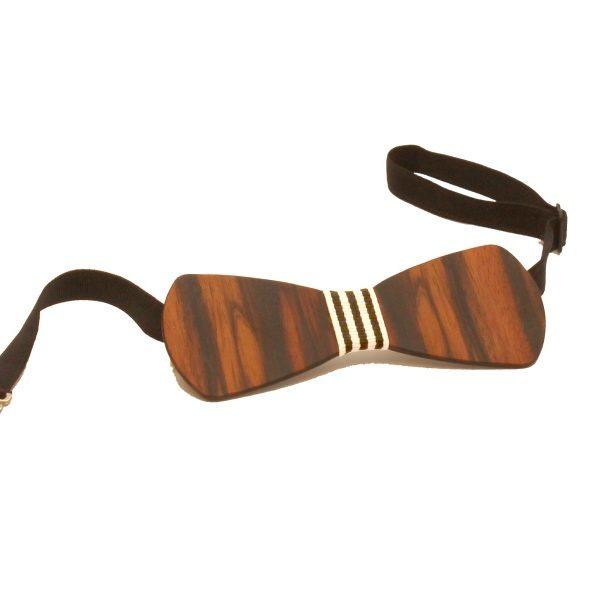 Die Holzfliege aus Makassarholz mit schwarz-weiß-gestreiftem Stoffband von gô for nature