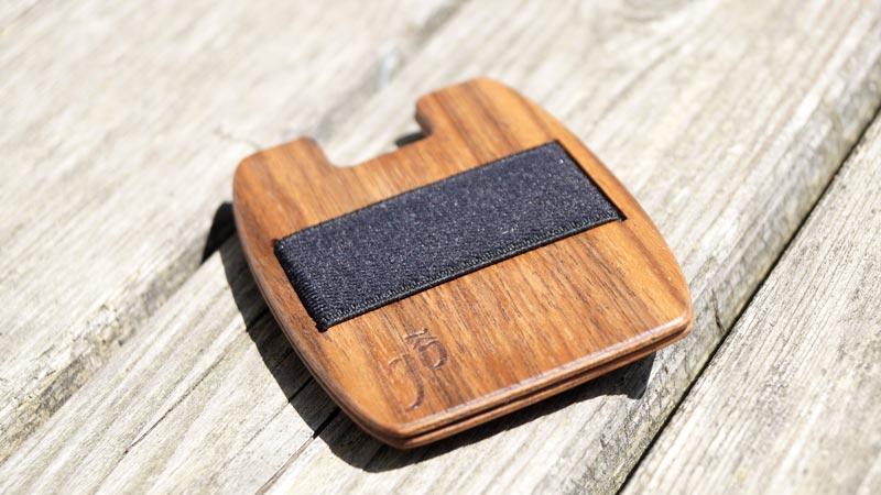 Die Holzgeldtasche aus Nussholz von gô 4 nature