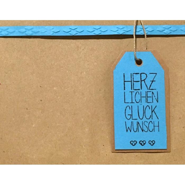 """Geschenkverpackung mit Anhänger """"herzlichen Glückwunsch"""" von cosa Kosmetik"""