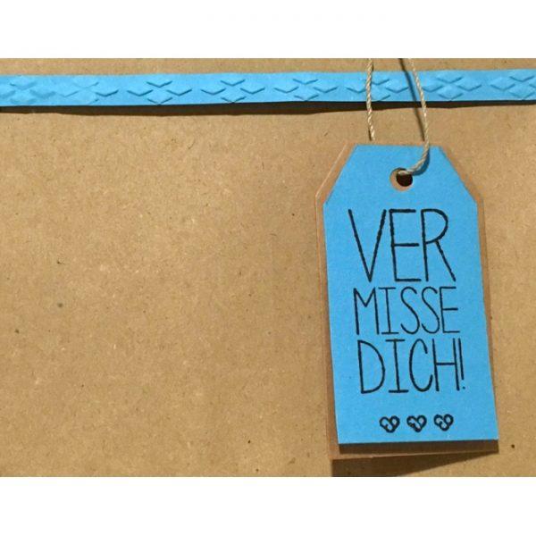 """Geschenkverpackung mit Anhänger """"vermisse dich"""" von cosa Kosmetik"""
