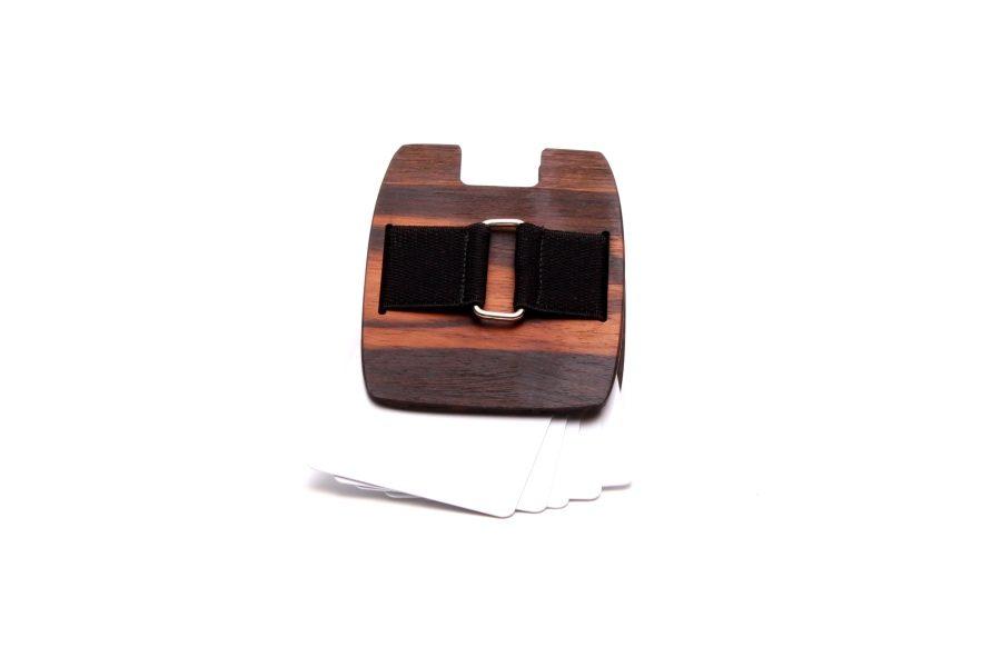 Die Holzgeldtasche aus Makassarholz von gô for nature