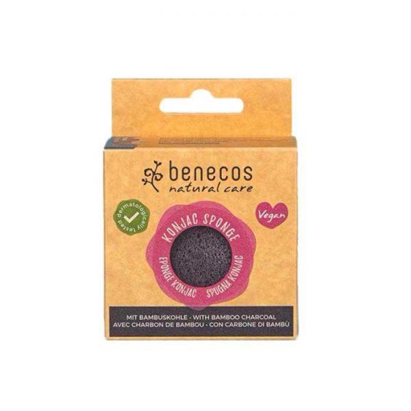 Der vegane Konjac Sponge mit Bambuskohle für unreine Haut von benecos im cosa Kosmetik Onlineshop