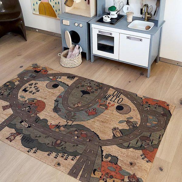 Der Spielteppich Crazy Road eignet sich perfekt für dein Baby und Kind zum Krabbeln und Spielen.