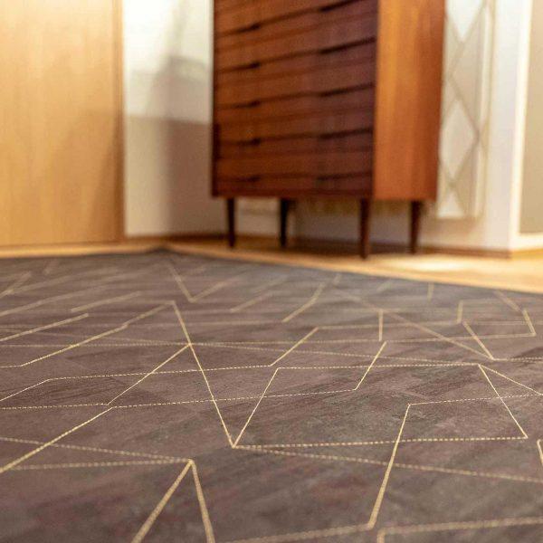 Der hochwertige Teppich für den Eingangsbereich ist aus veganem Korkleder.