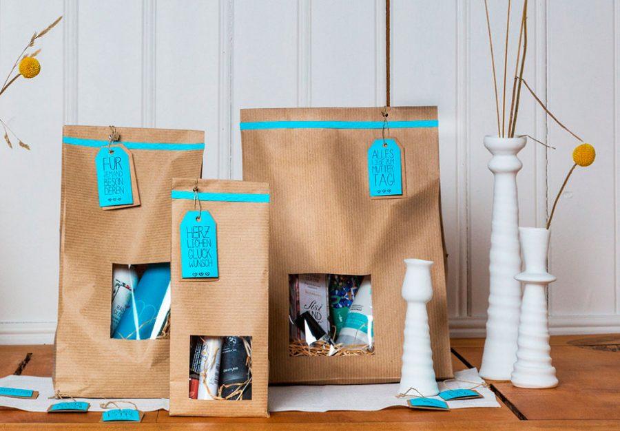 Persönliche Geschenkverpackung mit Anhänger aus Papier.