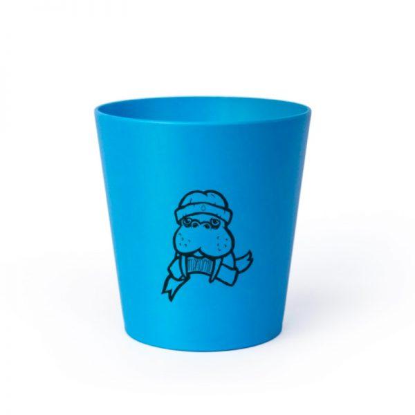 Der Erdöl- und plastikfreie Kinder-Zahnputzbecher in Blau mit Walross-Print von Hydrophil