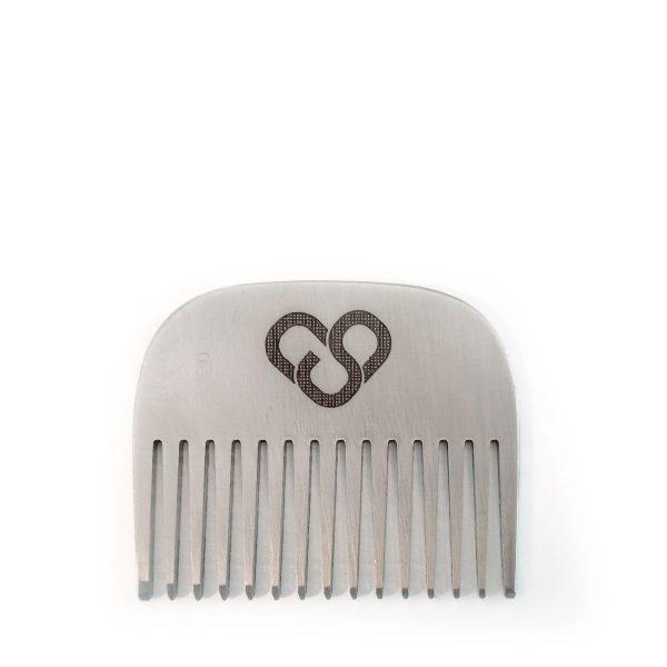 Kleiner Bartkamm zum Mitnehmen aus Metall von cosa Kosmetik ohne Tierversuche