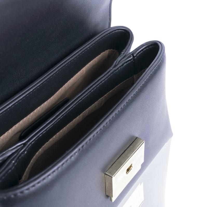 Innenansicht der Mini-Handtasche aus veganem Leder von Inyati