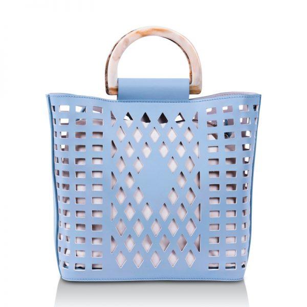 Sommerliche Handtasche mit Lochmuster aus veganem Leder in Powder Blue von Inyati