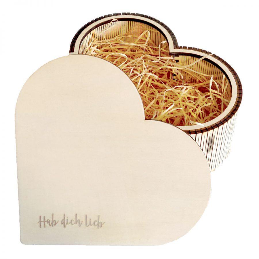 Handgemacht Holzbox mit personalisierter Gravur aus dem Bregenzerwald bei cosa Kosmetik ohne Tierversuche