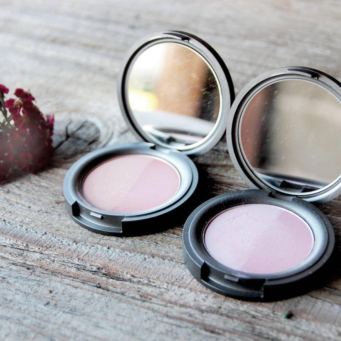 Vegane Mineral Blushes in Sweet Apricot und Radiant Rose von BWC bei cosa Kosmetik ohne Tierversuche