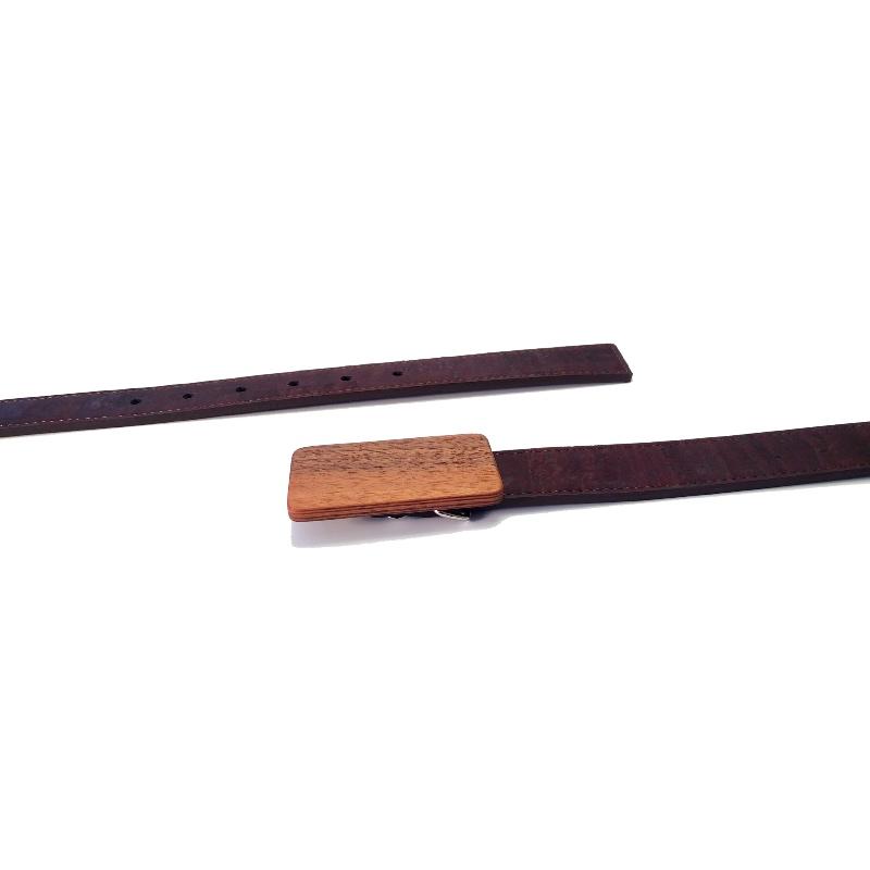 Gürtel mit Kork-Gürtelband und Holzschnalle in Nussholz - handgemacht im Bregenzerwald von go4nature