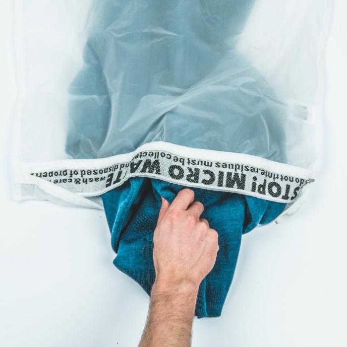 Der Guppyfriend Mikroplastik-Auffangbeutel im cosa Kosmetik Onlineshop