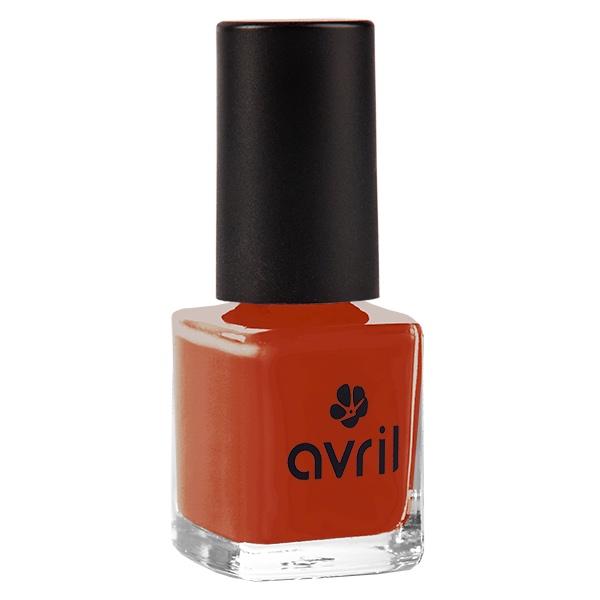 Der langanhaltende Nagellack in Ziegelrot von Avril im cosa Kosmetik Onlineshop
