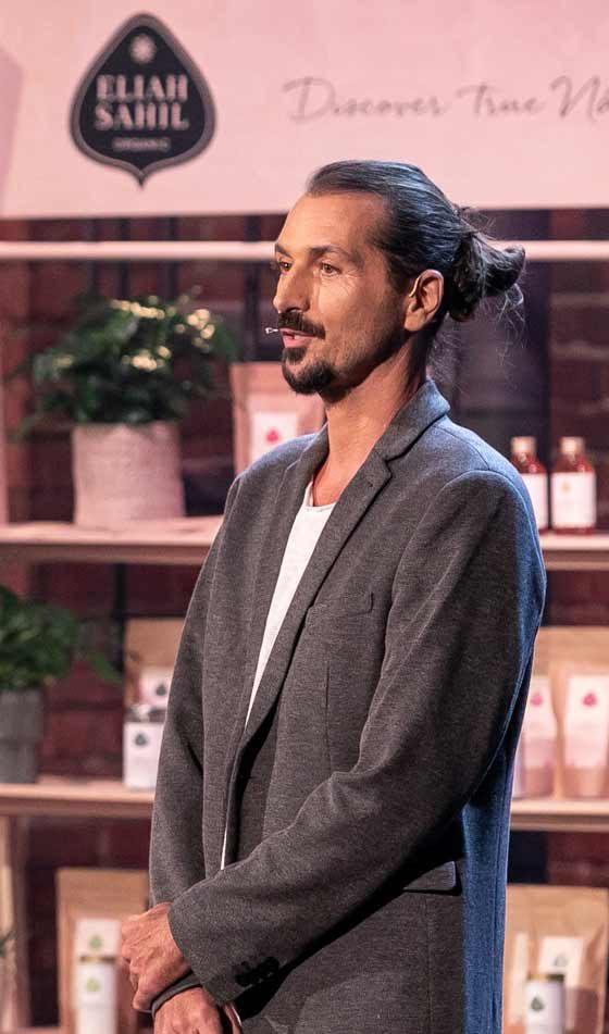 Eliah Sahil-Gründer Silvio Perpmer am 2. Februar 2021 bei 2 Minuten 2 Millionen auf Plus 4   cosa Kosmetik ohne Tierversuche