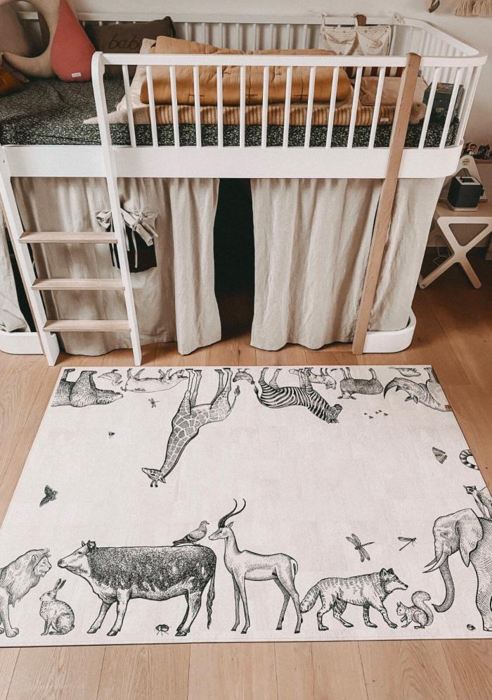 Der Spielteppich Arche Noah in Schwarz-Weiß von ClarissaKork eignet sich perfekt für dein Baby und Kind zum Krabbeln und Spielen - erhältlich im cosa Kosmetik Onlineshop